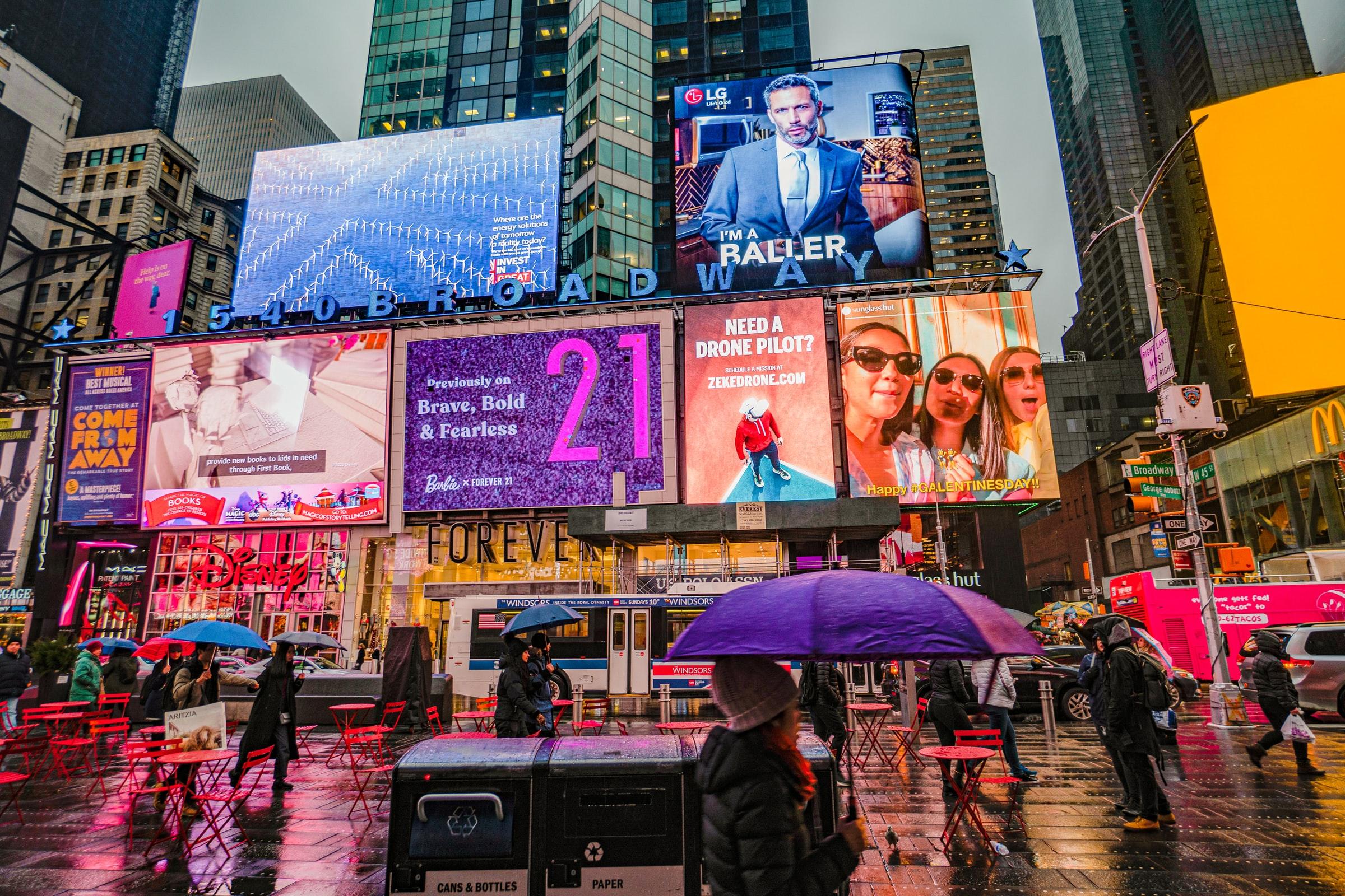 Image of programmatic DOOH billboards showing ads businesses have bid on